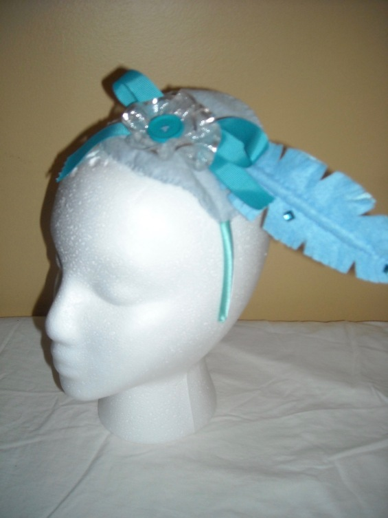 blue feathered fascinator