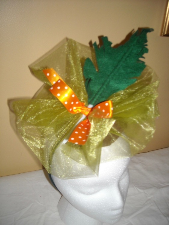 Green feathered fascinator