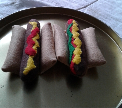 felt-hot-dogs-with-toppings.jpg