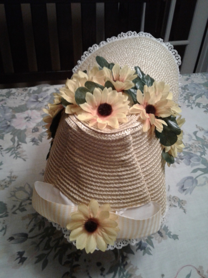 Straw bonnet back with bow
