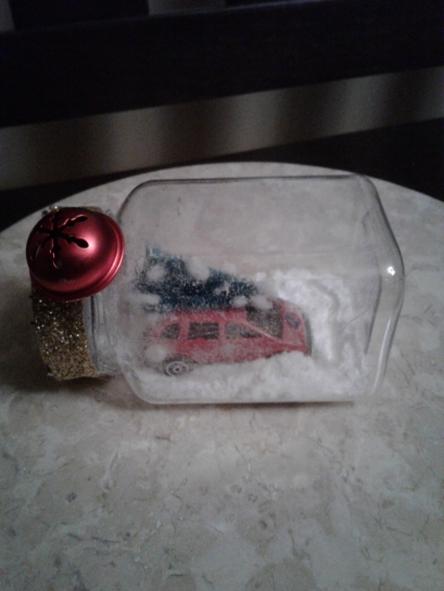 Snowy-Xmas-tree-on-car-in-a-bottle.jpg